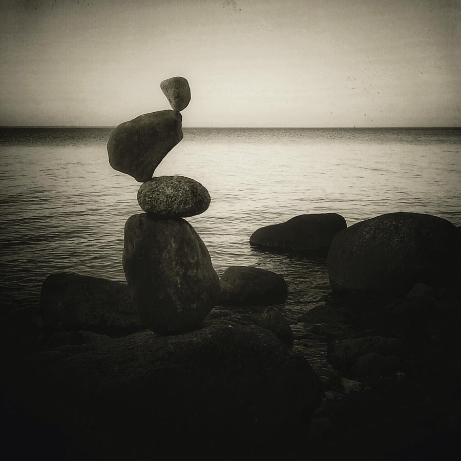 dunkle Stonebalance