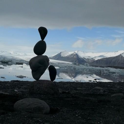 Stonebalance am Gletschersee Jökulsárlón